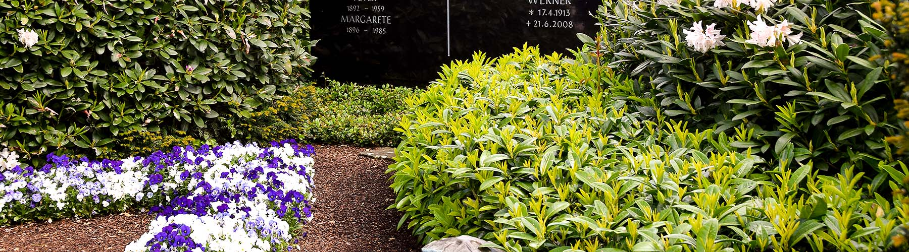 Friedhofsgaertnerei Grabgestaltung Dauergrabpflege Grabpflege